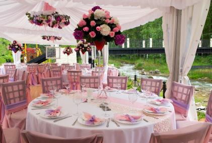 Dekoracja weselna przeznaczona do wesel w plenerze